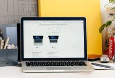 Νέος αμφιβληστροειδής του MacBook Pro με την ταυτότητα αφής φραγμών αφής, επεξεργαστής, stora Στοκ Φωτογραφία