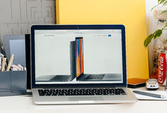 Νέος αμφιβληστροειδής του MacBook Pro με το φραγμό αφής Στοκ εικόνα με δικαίωμα ελεύθερης χρήσης