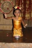 Νέος από το Μπαλί θηλυκός χορευτής που εκτελεί τον παραδοσιακό χορό Legong Στοκ φωτογραφίες με δικαίωμα ελεύθερης χρήσης