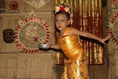 Νέος από το Μπαλί θηλυκός χορευτής που εκτελεί τον παραδοσιακό χορό Legong Στοκ φωτογραφία με δικαίωμα ελεύθερης χρήσης