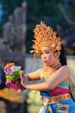 Νέος από το Μπαλί θηλυκός χορευτής που εκτελεί τον παραδοσιακό χορό Στοκ φωτογραφία με δικαίωμα ελεύθερης χρήσης