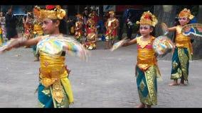 Νέος από το Μπαλί χορευτής. απόθεμα βίντεο
