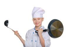 Νέος αρχιμάγειρας με μια κουτάλα και ένα τηγάνι Στοκ φωτογραφίες με δικαίωμα ελεύθερης χρήσης