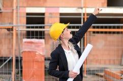 Νέος αρχιτέκτονας γυναικών ή επόπτης περιοχών Στοκ φωτογραφίες με δικαίωμα ελεύθερης χρήσης