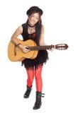 Νέος ασιατικός τραγουδιστής με μια κιθάρα Στοκ φωτογραφία με δικαίωμα ελεύθερης χρήσης