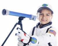 Νέος αστροναύτης με το τηλεσκόπιο Στοκ φωτογραφίες με δικαίωμα ελεύθερης χρήσης