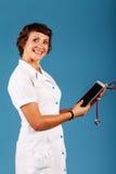 Νέος γιατρός γυναικών με μια ταμπλέτα στα χέρια, ιατρική Στοκ Εικόνες