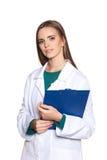 Νέος γιατρός γυναικών σπουδαστών με μια ταμπλέτα σε ένα άσπρο υπόβαθρο Στοκ Εικόνες