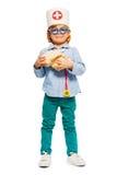 Νέος γιατρός στα γυαλιά παιχνιδιών με το ομοίωμα εγκεφάλων Στοκ φωτογραφία με δικαίωμα ελεύθερης χρήσης
