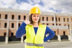 Νέος ελκυστικός θηλυκός αρχιτέκτονας που κάνει τη χειρονομία κλήσης στοκ εικόνες