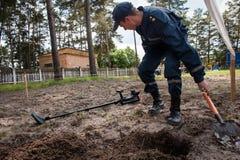 Νέος εξοπλισμός για τους ουκρανικούς σκαπανείς Στοκ Εικόνες