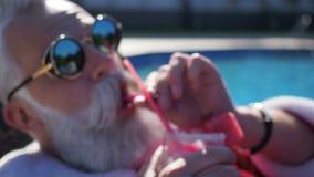 Νέος εορτασμός έτους όπως έναν Άγιο Βασίλη στο καλοκαίρι απόθεμα βίντεο