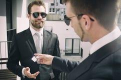 Νέος επενδυτής επιχειρηματιών που αγοράζει το νέο διαμέρισμα Στοκ Φωτογραφίες