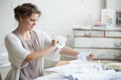 Νέος επιχειρηματίας 0 και εξαγριωμένος με την εργασία Στοκ Εικόνες