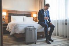 νέος επιχειρηματίας με ένα τηλέφωνο Στοκ εικόνα με δικαίωμα ελεύθερης χρήσης