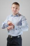 Νέος επιχειρηματίας με ένα wristwatch Στοκ εικόνες με δικαίωμα ελεύθερης χρήσης