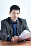 Νέος επιχειρηματίας με τα έγγραφα Στοκ Εικόνα