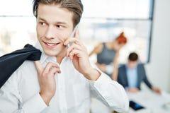 Νέος επιχειρηματίας με το smartphone Στοκ Φωτογραφία