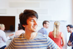 Νέος επιχειρηματίας που έχει μια επιχειρησιακή ιδέα Στοκ εικόνα με δικαίωμα ελεύθερης χρήσης