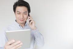 Νέος επιχειρηματίας που καλεί τηλεφωνικώς Στοκ Εικόνες