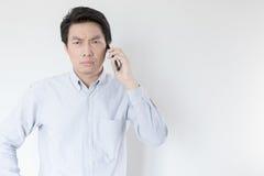Νέος επιχειρηματίας που καλεί τηλεφωνικώς Στοκ εικόνα με δικαίωμα ελεύθερης χρήσης