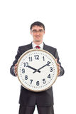 Νέος επιχειρηματίας που κρατά ένα ρολόι Στοκ φωτογραφία με δικαίωμα ελεύθερης χρήσης