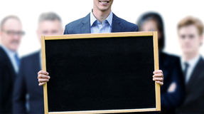 Νέος επιχειρηματίας που κρατά ψηλά έναν πίνακα κιμωλίας Στοκ Εικόνες