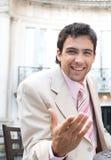 Επιχειρησιακό άτομο που μιλά στη κάμερα. Στοκ φωτογραφία με δικαίωμα ελεύθερης χρήσης