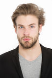 Νέος επιχειρηματίας που φορά το γκρίζο πουκάμισο και το μαύρο σακάκι Στοκ φωτογραφία με δικαίωμα ελεύθερης χρήσης