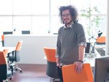 Νέος επιχειρηματίας στο γραφείο ξεκινήματος Στοκ Εικόνες