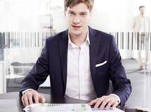 Νέος επιχειρηματίας στο γραφείο Στοκ εικόνες με δικαίωμα ελεύθερης χρήσης