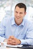 Νέος επιχειρηματίας στο γραφείο Στοκ Φωτογραφία