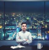 Νέος επιχειρηματίας στο γραφείο Στοκ φωτογραφίες με δικαίωμα ελεύθερης χρήσης