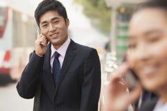 Νέος επιχειρηματίας στο τηλέφωνο, πορτρέτο, Πεκίνο Στοκ φωτογραφίες με δικαίωμα ελεύθερης χρήσης