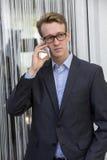 Νέος επιχειρηματίας στο τηλέφωνο Στοκ φωτογραφίες με δικαίωμα ελεύθερης χρήσης