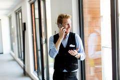 Νέος επιχειρηματίας στο τηλέφωνο Στοκ Εικόνες