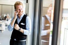 Νέος επιχειρηματίας στο τηλέφωνο Στοκ Φωτογραφίες