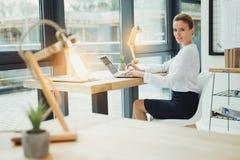 Νέος εργοδότης που φαίνεται βέβαιος εργαζόμενος Στοκ εικόνες με δικαίωμα ελεύθερης χρήσης