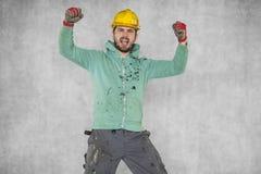 Νέος ευτυχής και όμορφος εργάτης οικοδομών Στοκ εικόνα με δικαίωμα ελεύθερης χρήσης