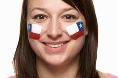 Νέος θηλυκός αθλητικός ανεμιστήρας με την της Χιλής σημαία Στοκ φωτογραφία με δικαίωμα ελεύθερης χρήσης