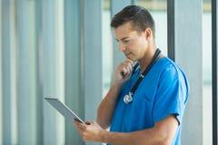 Νέος ιατρικός οικότροφος στοκ φωτογραφίες με δικαίωμα ελεύθερης χρήσης