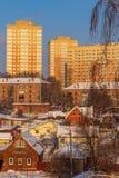 Νέος κατοικημένος σύνθετος, χτισμένος δίπλα στο παλαιό κατοικημένο τέταρτο Ρωσία Tula στοκ εικόνες