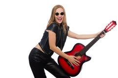 Νέος κιθαρίστας γυναικών που απομονώνεται στο λευκό Στοκ φωτογραφίες με δικαίωμα ελεύθερης χρήσης