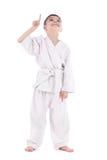 Νέος μαχητής αγοριών στο κιμονό με το χέρι που ανατρέχει επάνω Στοκ εικόνες με δικαίωμα ελεύθερης χρήσης