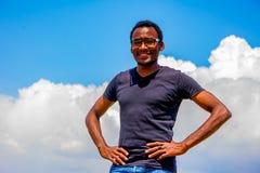 Νέος μαύρος με τα γυαλιά Στοκ Φωτογραφίες