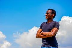 Νέος μαύρος με τα γυαλιά Στοκ εικόνες με δικαίωμα ελεύθερης χρήσης