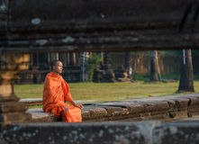 Νέος μοναχός σε Angkor Wat Στοκ φωτογραφία με δικαίωμα ελεύθερης χρήσης