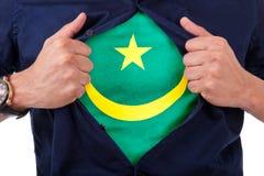 Νέος οπαδός αθλήματος που ανοίγει το πουκάμισό του και που παρουσιάζει στη σημαία αρίθμησή του Στοκ Φωτογραφίες