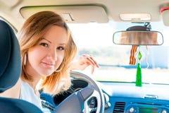 Νέος οδηγός πίσω από τη ρόδα ένα αυτοκίνητο Στοκ Εικόνα
