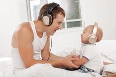 Νέος πατέρας με εννέα μηνών SOM του Στοκ Εικόνες